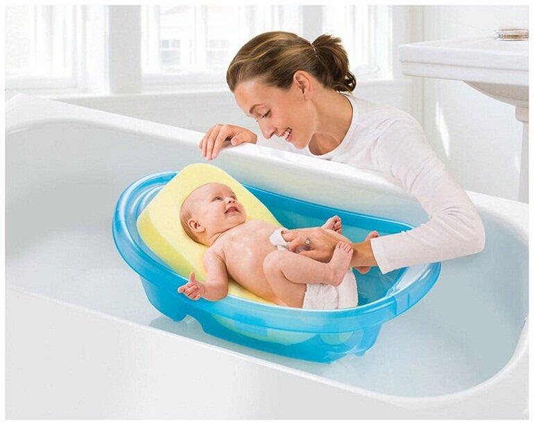 Yếu tố quan trọng nhất được các mẹ đặt ra khi tìm mua chậu tắm cho bé sơ sinh đó chính là an toàn