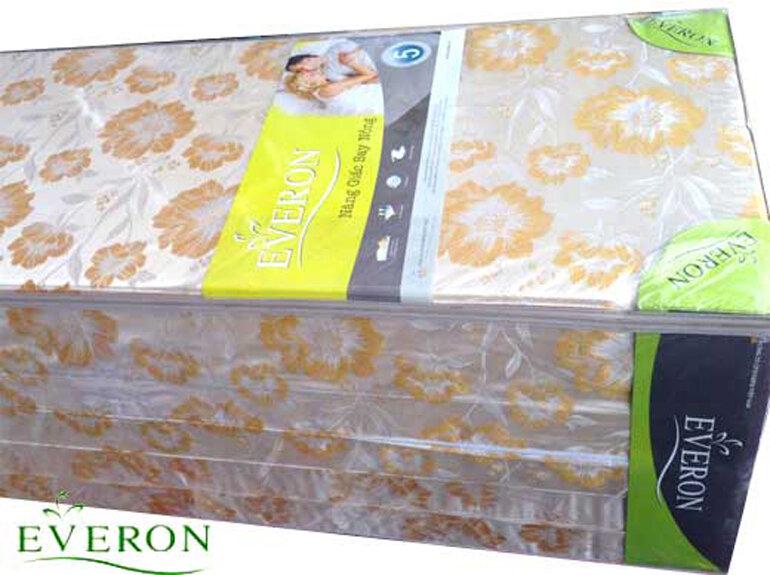 Đệm bông ép Everon Được làm từ chất liệu bông tấm PE, tạo độ đàn hồi cao và không bị lún, xẹp