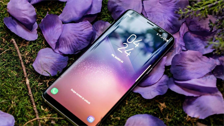 Thiết kế Galaxy A8+ 2018 màu tím khói