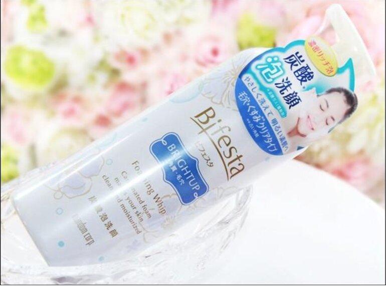 Sữa rửa mặt Bifesta Bright up màu xanh dương