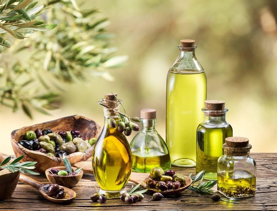 Massage với dầu ô liu giúp da bé mềm mại và mịn màng