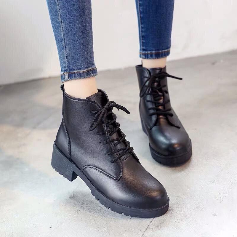 Những đôi boot nữ buộc dây góp phần tăng thêm chất bụi bặm, cá tính cho các cô nàng