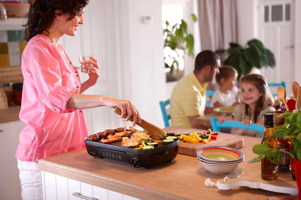 Kiểu dáng nhỏ gọn và tinh tế của vỉ nướng Philips HD-6320 đã góp phần tạo nên tính thẩm mỹ cho không gian bếp