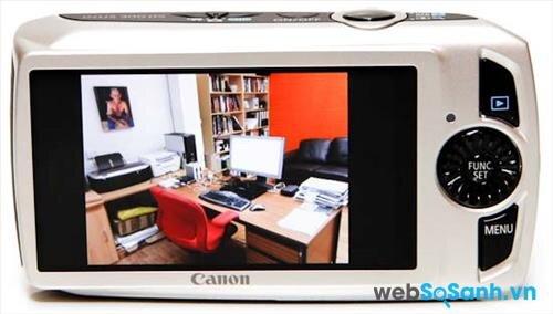 Canon IXUS 300 HS sở hữu màn hình 3 inch với 230 000 dot