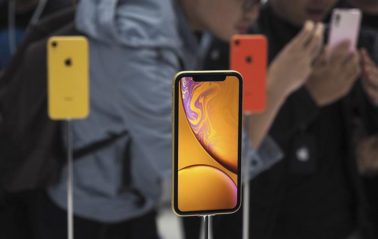 Nên mua điện thoại iPhone Xr hay thêm tiền để mua iPhone Xs Max