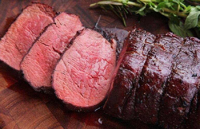 Thịt bò giàu đạm ít chất béo là thức ăn tốt nhất cho mèo Anh lông ngắn