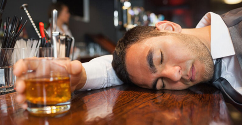 Uống bia hay rượu thì ít gây hại và lâu say hơn ?