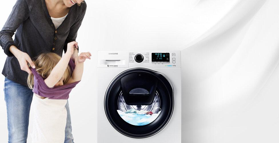 Giặt quần áo bằng máy giặt Samsung