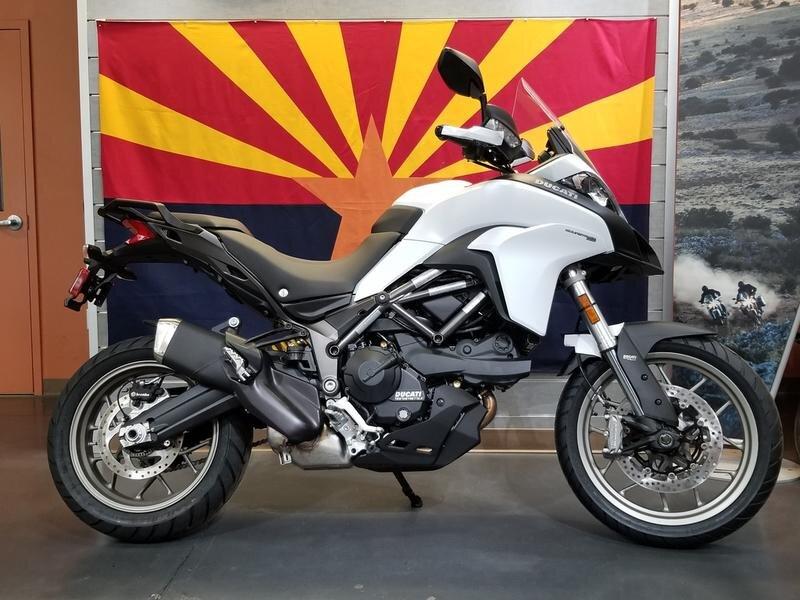 Đánh giá xe Ducati Multistrada mang thiết kế mạnh mẽ, từng đường nét dứt khoát đặc trưng.