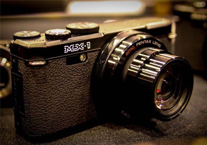 Pentax MX-1 được xem là chiếc máy ảnh bán với giá hấp dẫn nhất, hợp túi tiền nhất trong 6 mẫu máy ảnh