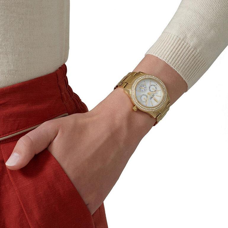 Ấn tượng với dây kim loại được mạ vàng của Esprit ES103822012