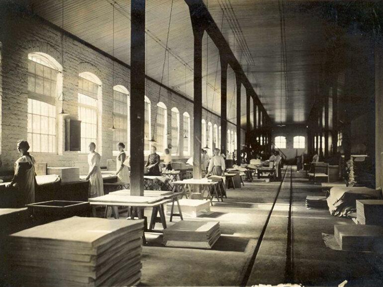 Năm 1879 kỹ thuật sản xuất giấy đã được hoàn thiện, đây là tiền đề của giấy in ngày nay