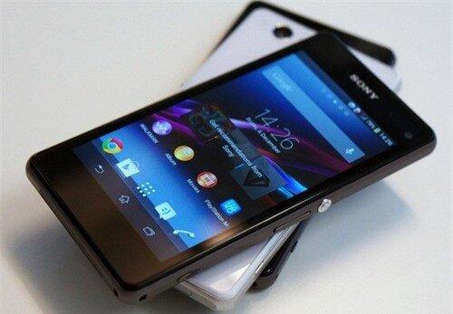Không ngoài dự đoán của giới công nghệ, Sony đã mang tới CES 2014 mẫu Xperia Z1 Compact. Đây là phiên bản quốc tế của Xperia Z1 f đã bán ra ở Nhật và thường được biết đến với tên gọi phiên bản thu nhỏ của Xperia Z1. Máy có ngoại hình gọn gàng hơn với màn hình HD 4,3 inch, nhưng cấu hình với chip 4 nhân, RAM 2 GB và trang bị camera 20,7 megapixel
