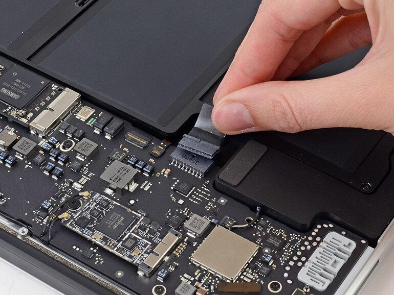 Tự nâng cấp SSD cho Macbook có khó không?
