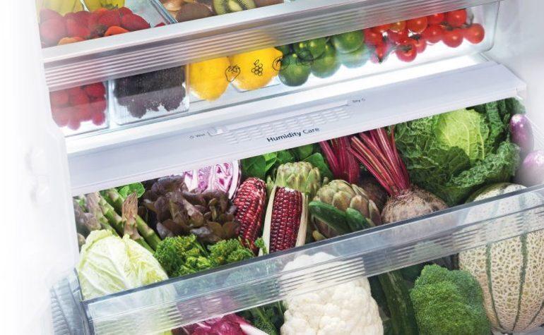 Ngăn rau củ kép riêng biệt giúp tối ưu tối đa không gian lưu trữ thực phẩm cho gia đình.