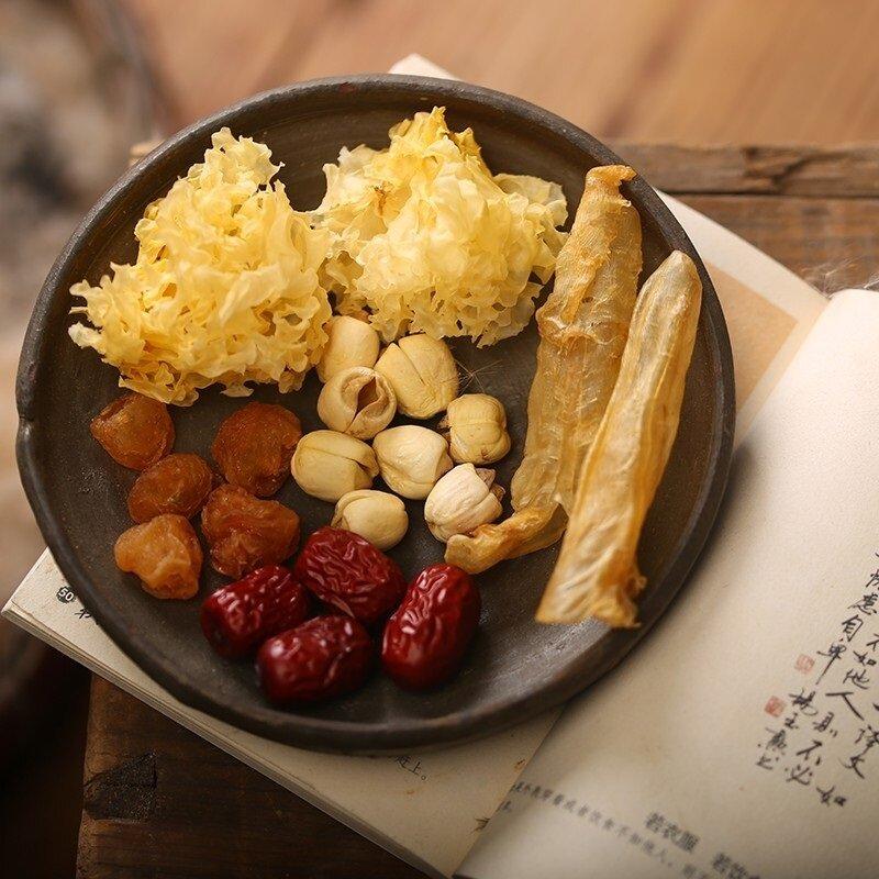 Món ăn từ táo đỏ khô nấu cùng ngân nhĩ, thêm chút hạt sen thanh mát, giá trị dinh dưỡng cao