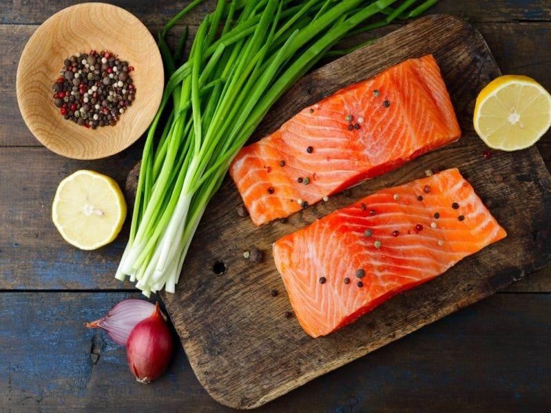 Cá hồi bổ sung DHA và vitamin D cho tăng trưởng chiều cao