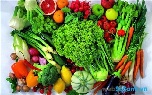 Ăn nhiều rau quả và đồ mát để thanh nhiệt cơ thể