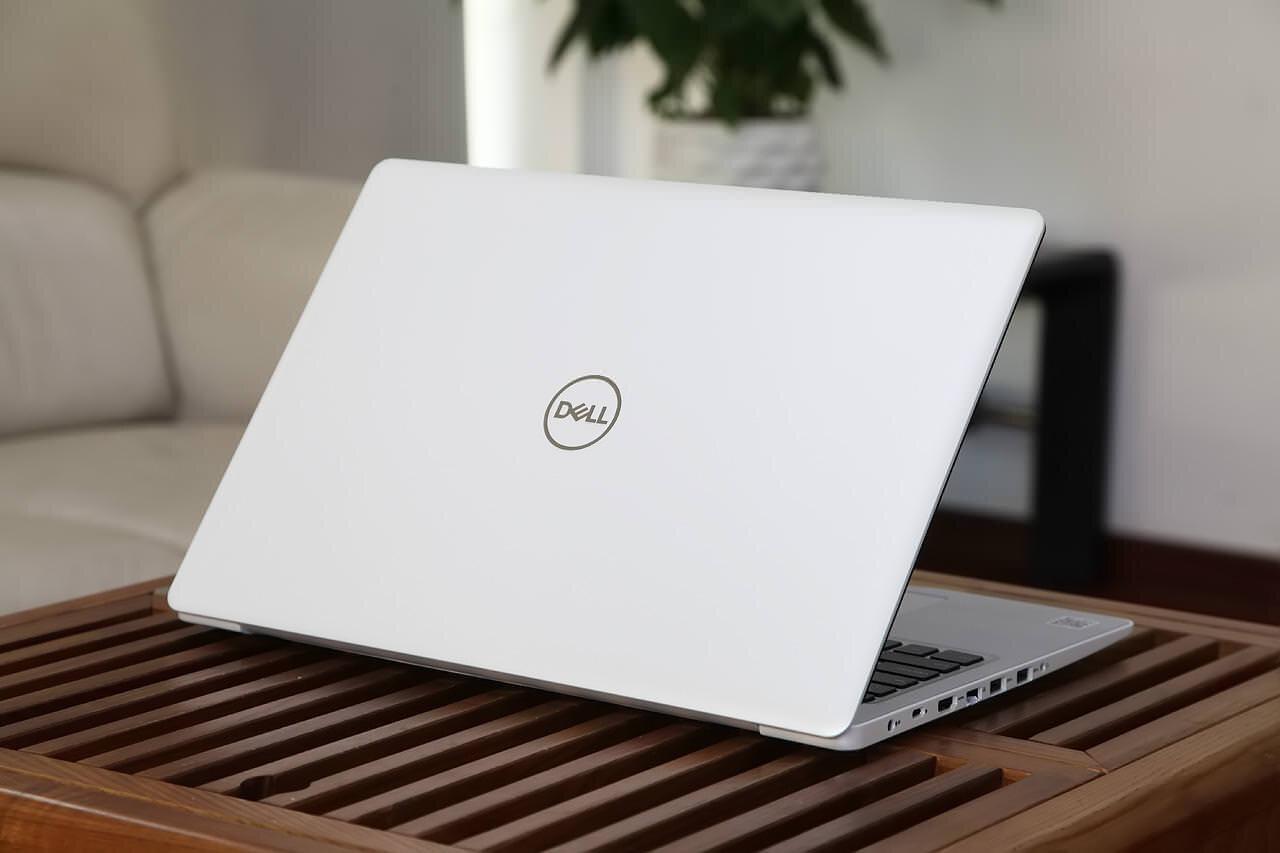 Máy Dell Inspiron 5570 i7-8550u có kiểu dáng thanh lịch và sang trọng