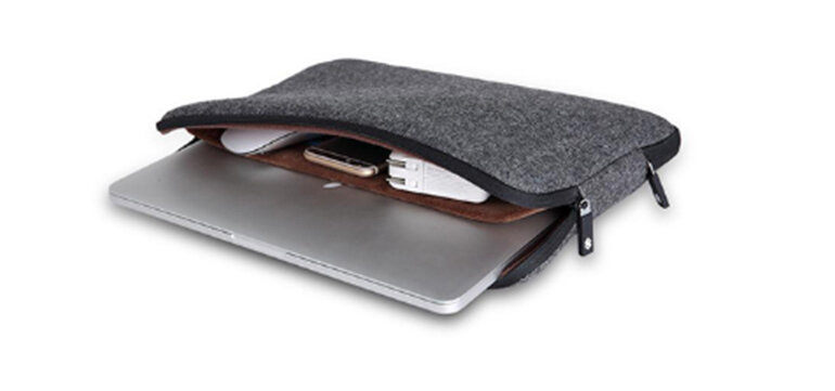 Bỏ laptop vào túi chống sốc