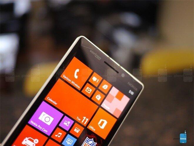 Cảm nhận ban đầu cho thấy màn hình của Lumia Icon khá sắc sảo có độ chi tiết cao, các gam màu cũng được thể hiện khá tốt.