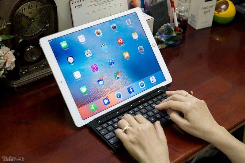 iPad có thể kết nối với bàn phím rời dễ dàng