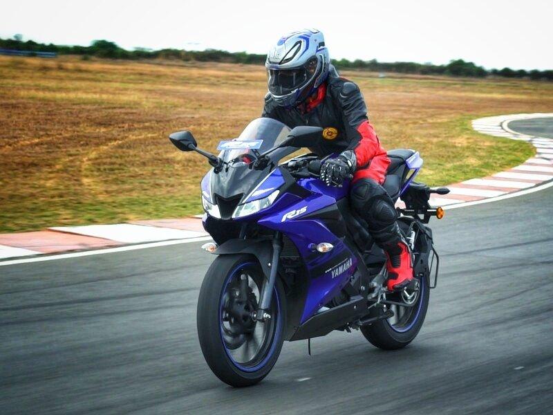 Xe phân khối lớn được ưa chuộng Yamaha R15 V3 mang thiết kế thể thao, cá tính