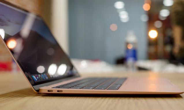 hai cổng USB-C trên Macbook air 2018