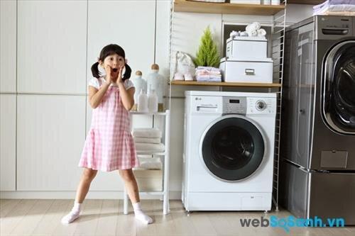 Nếu máy giặt được kê ở nơi khô ráo thì không cần chân đế