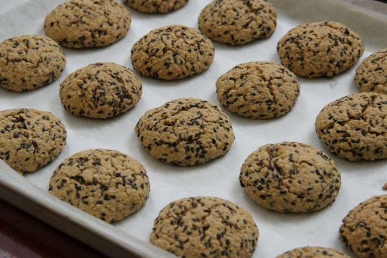 Bánh quy bơ vừng đen