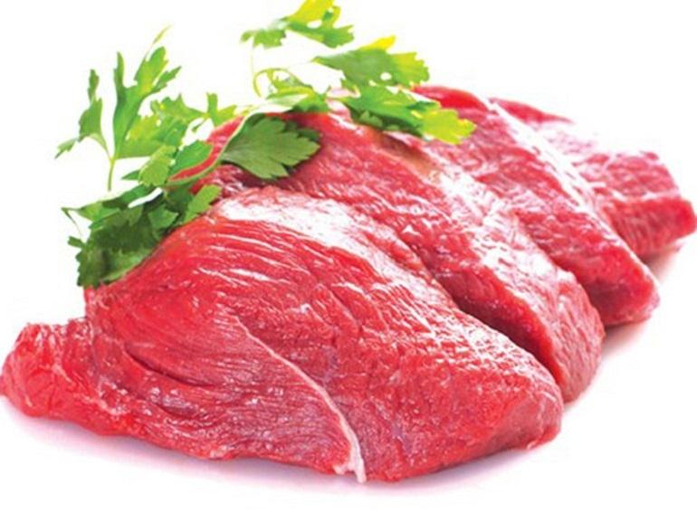 Thịt bò là thức ăn rất tốt cho chó Pug