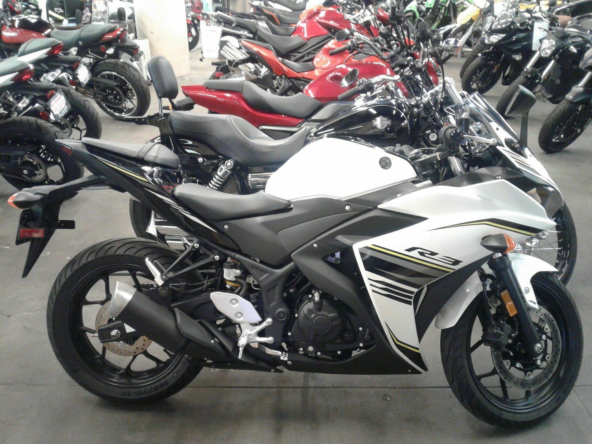 Kiểu dáng mới mẻ và động cơ cải tiến của Yamaha R3
