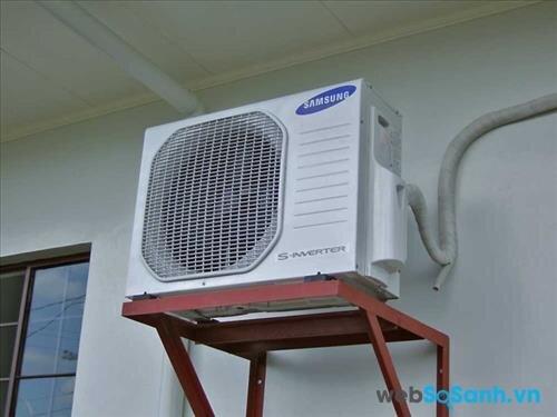 Cục nóng cần được lắp cách tường ít nhất 30cm