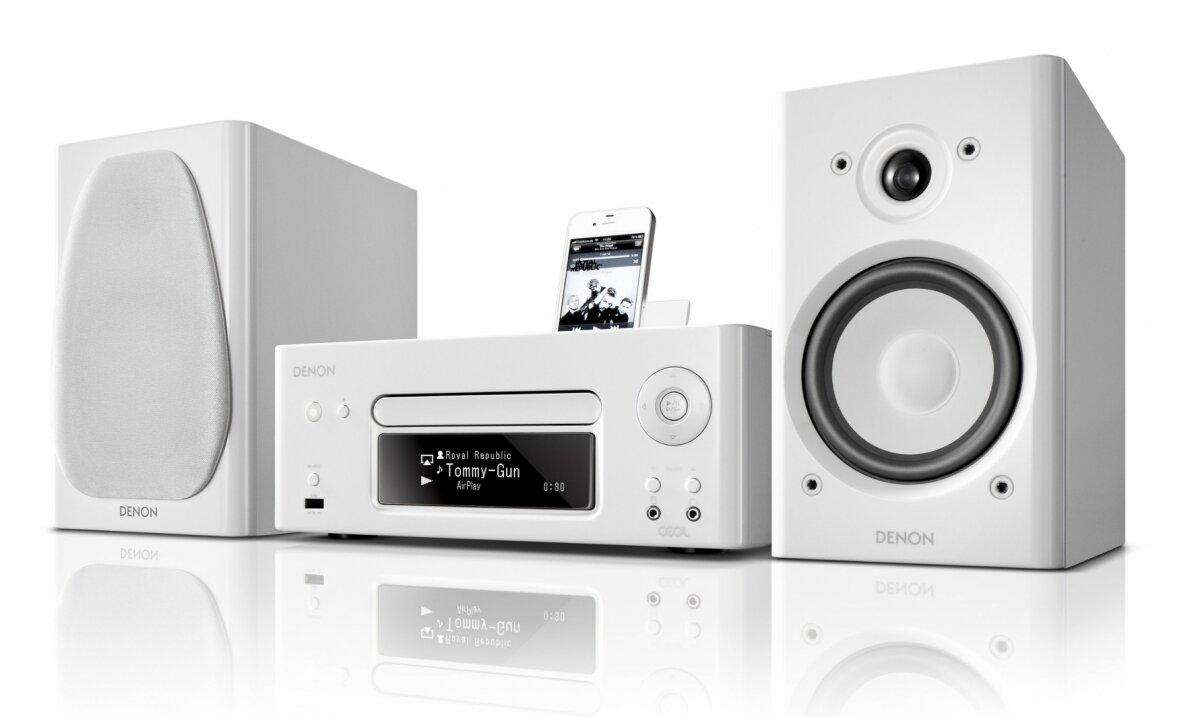 Bộ dàn âm thanh mini của Denon N8 khoác lên mình một sắc trắng tinh khôi, bừng sáng cả căn phòng
