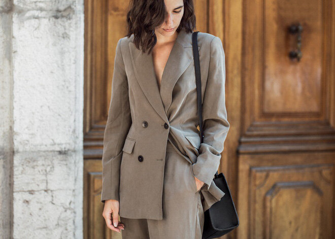 Kiểu dáng blazer hai hàng khuy cũng là mẫu áo khoác