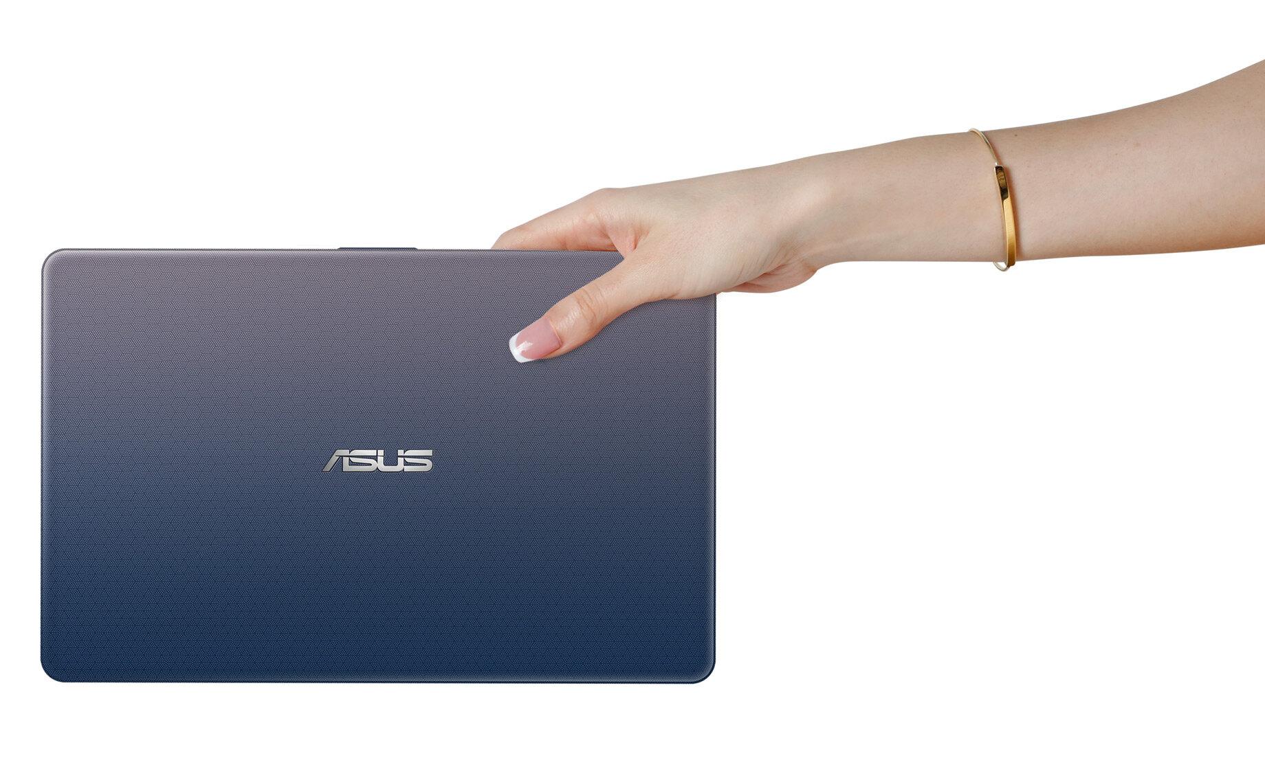 Màn hình gập 180 độ và thiết kế nhỏ hơn tờ giấy A4 chính là điểm đặc biệt của Asus E203MAH