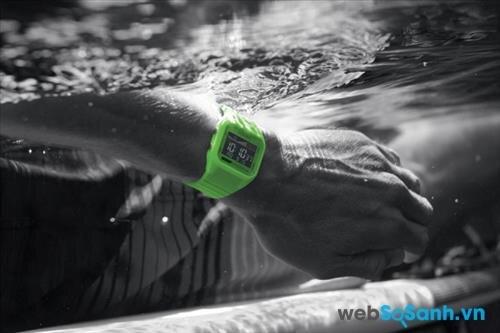 Độ chống thấm nước của đồng hồ điện tử được đánh giá cao hơn