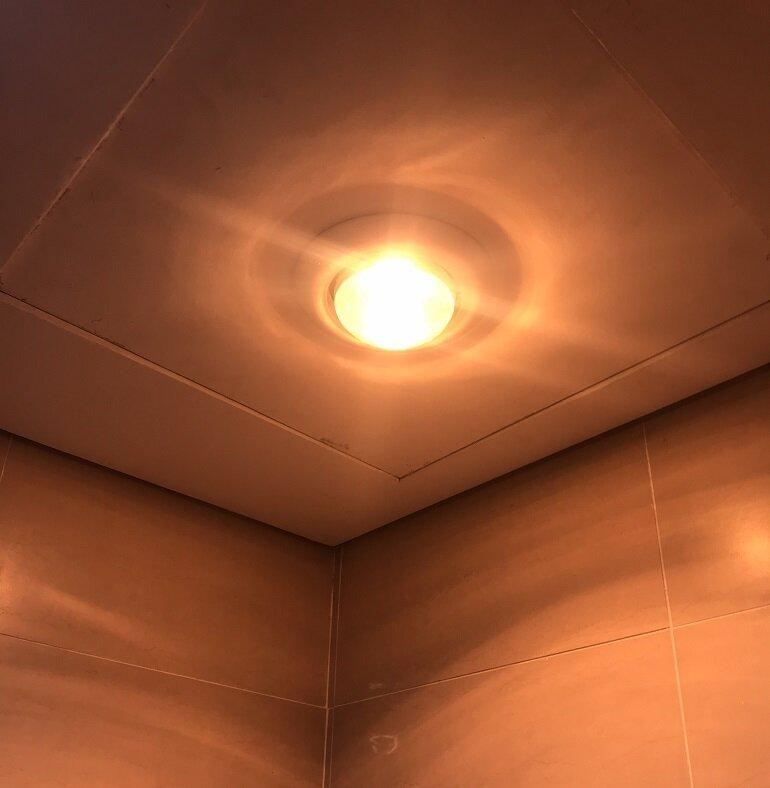 Có nên dùng đèn sưởi âm trần 1 bóng hay không?