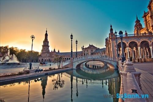Kiến trúc cổ kính là đặc điểm đầu tiên khiến du khách bị cuốn hút khi đến với Seville
