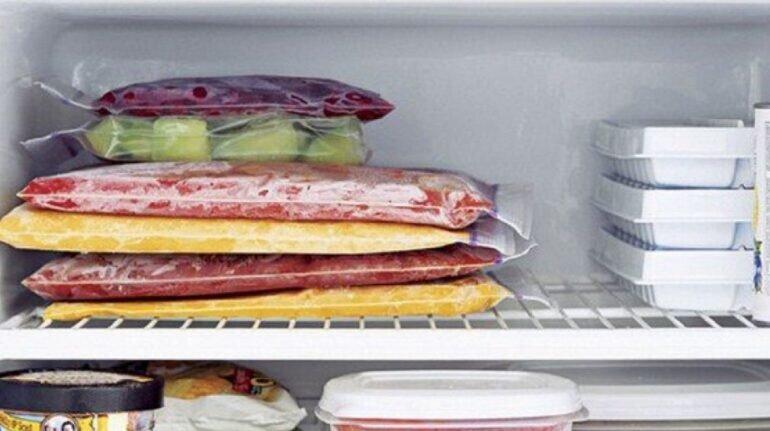 Thực phẩm được cấp đông sâu trong ngăn đá tủ lạnh