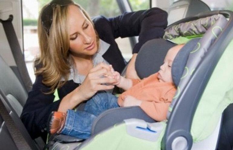 Cách lắp ghế ngồi ô tô cho bé an toàn