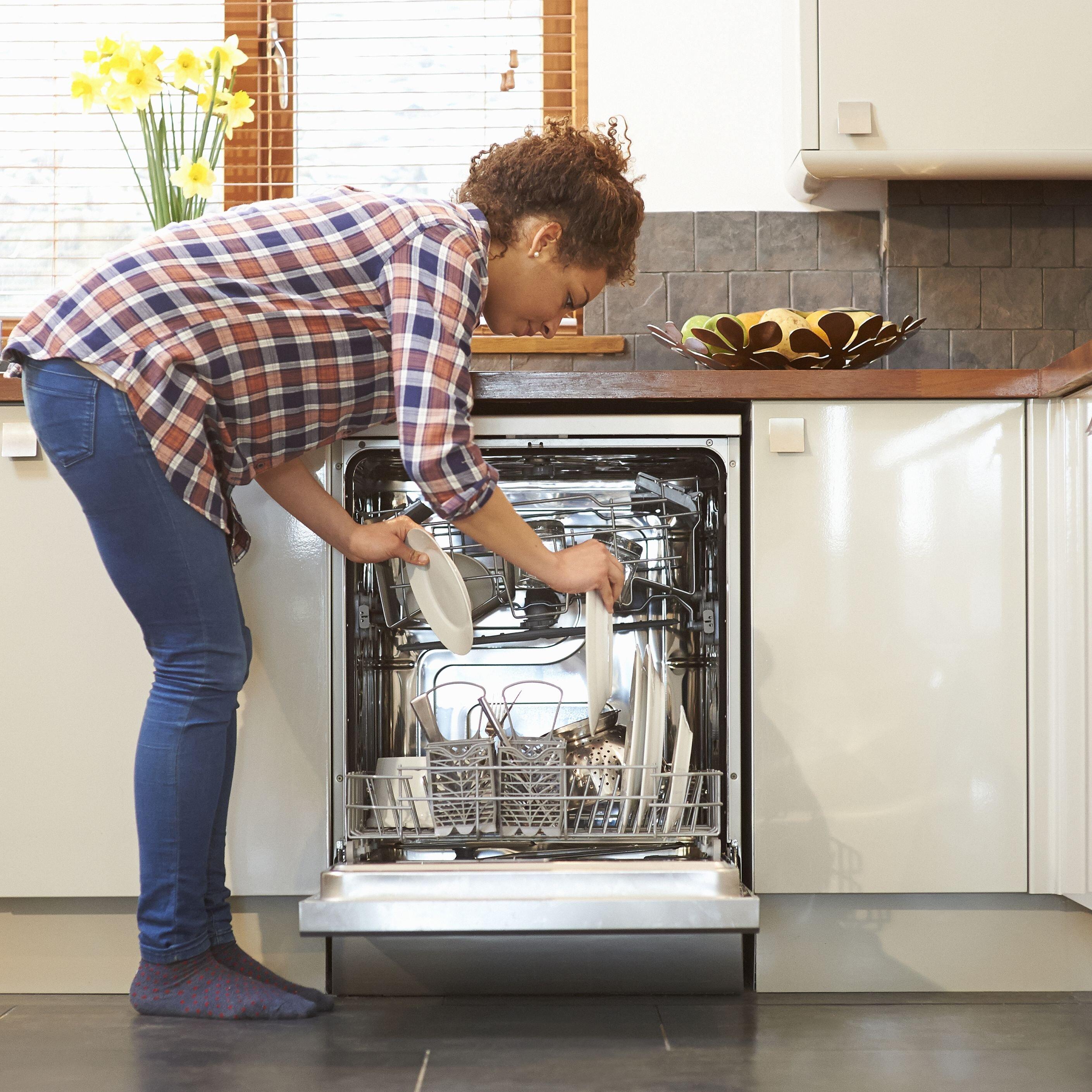 Cách sử dụng máy rửa chén bát Candy cũng không có gì khó khăn