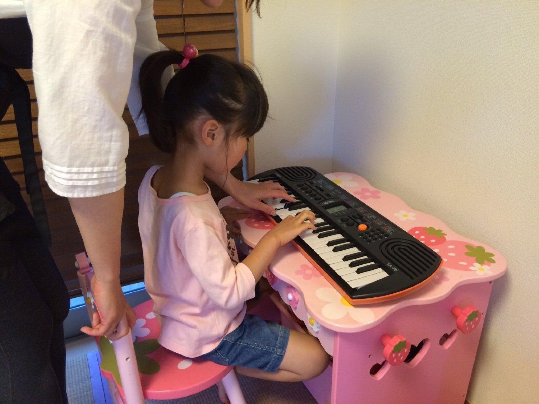 Tập đàn organ mini giúp bé khơi dậy khả năng âm nhạc tiềm tàng