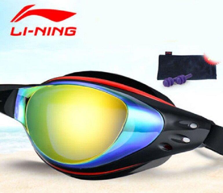 Kính bơi Lining được làm từ các chất liệu cao cấp và an toàn