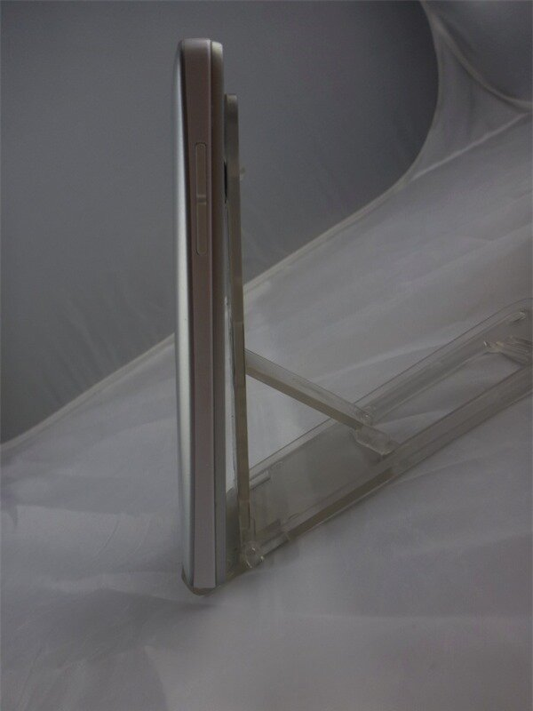 Thiết kế tương tự như HTC One
