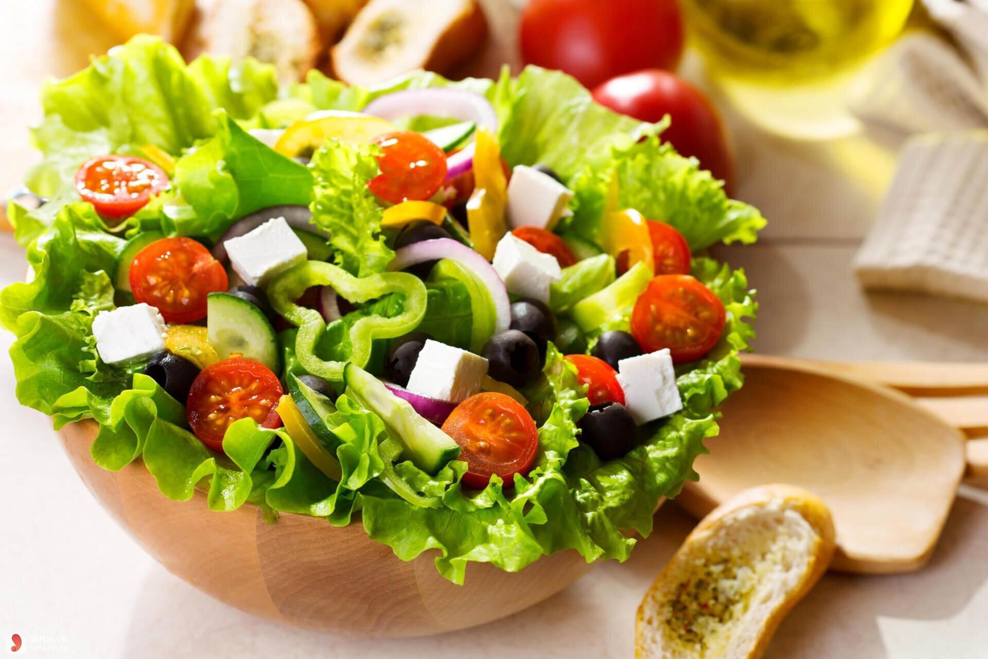 Chỉ nên sử dụng dầu hướng dương để tẩm ướp, trộn salad