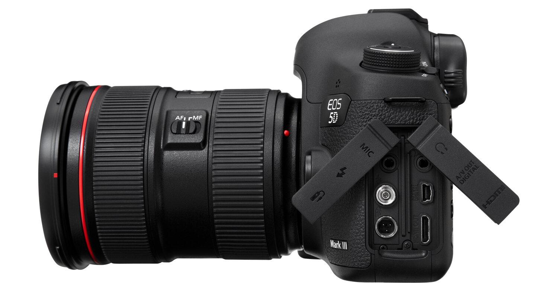 Ổ cắm PC Sync của chiếc Canon 5D Mark III