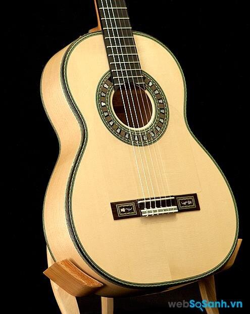 Một chiếc guitar Flamenco