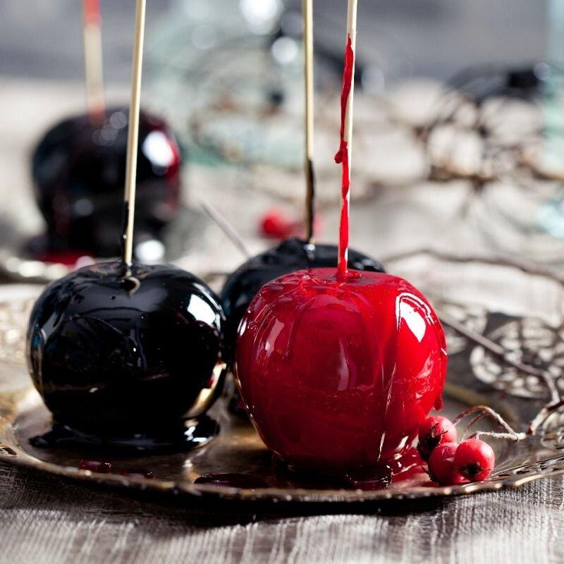 Kẹo táo đỏ nhân đậu phộng thơm ngon, hấp dẫn từ ngoài vào trong