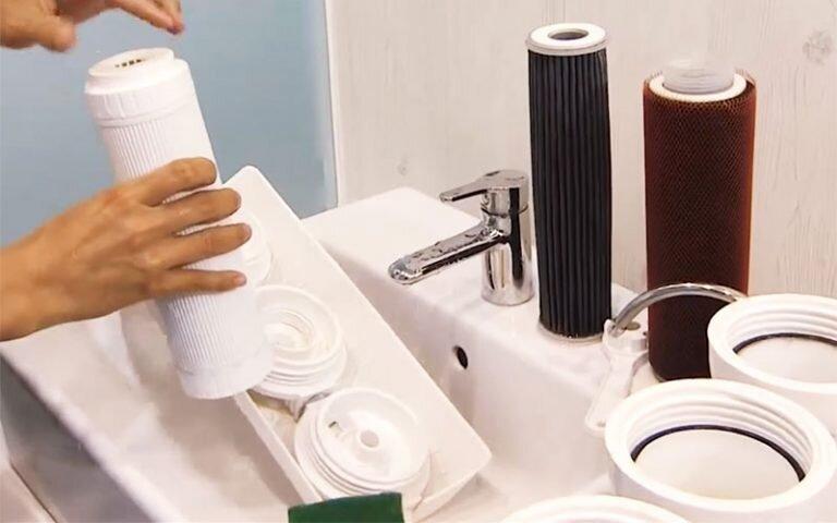 Vệ sinh bộ lọc nước thường xuyên giúp bảo vệ sức khỏe gia đình bạn